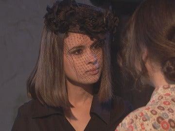 Beatriz persigue ridiculizar a Marcela en una discusión