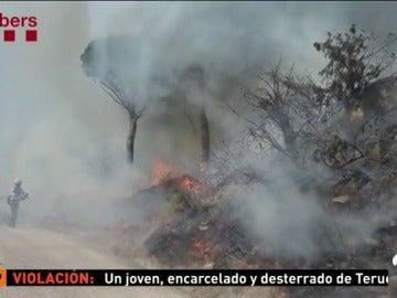 Los bomberos remojan los fuegos de Teià y Martorell, que están estabilizados