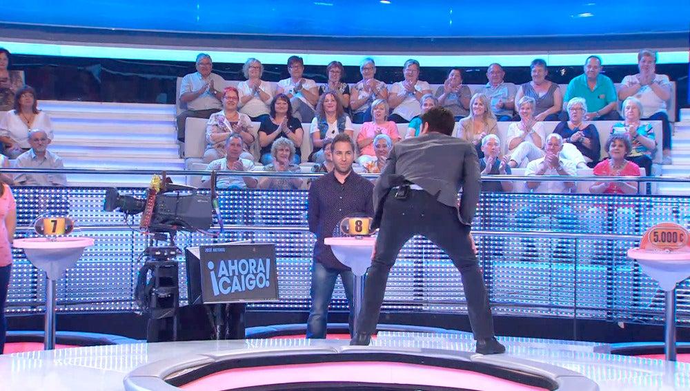 El sexy baile de Arturo Valls que ha vuelto loco al público de '¡Ahora Caigo!'