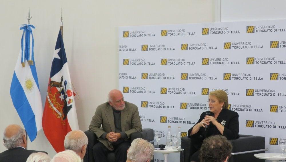 La presidenta de Chile, Michelle Bachelet en la Universidad Torcuato Di Tella, en Buenos Aires (Argentina)