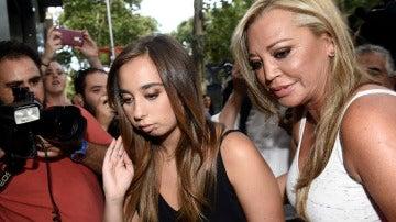 Andrea Janeiro llega con su madre a su fiesta
