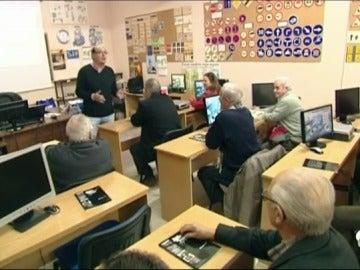 El 20% de los españoles quiere retirar el carnet a los conductores mayores de 65 años, aunque son los que menos accidentes sufren