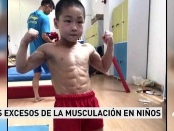 El polémico caso de los niños culturistas que pasan horas en el gimnasio y pueden desarollar graves enfermedades