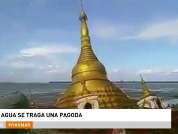 El agua se traga una enorme pagoda en Myanmar