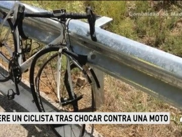 Muere un ciclista de 42 años tras chocar contra una moto en el Puerto de Canencia, en Madrid