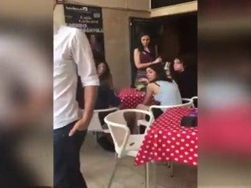 Un venezolano increpa a Pablo Iglesias y a Irene Montero
