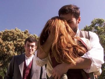 Julieta busca consuelo en los brazos de Saúl