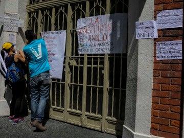 Carteles en los centros de votación de Venezuela