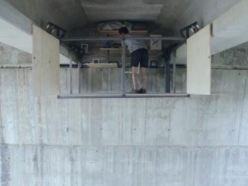 Crea un estudio debajo de un puente