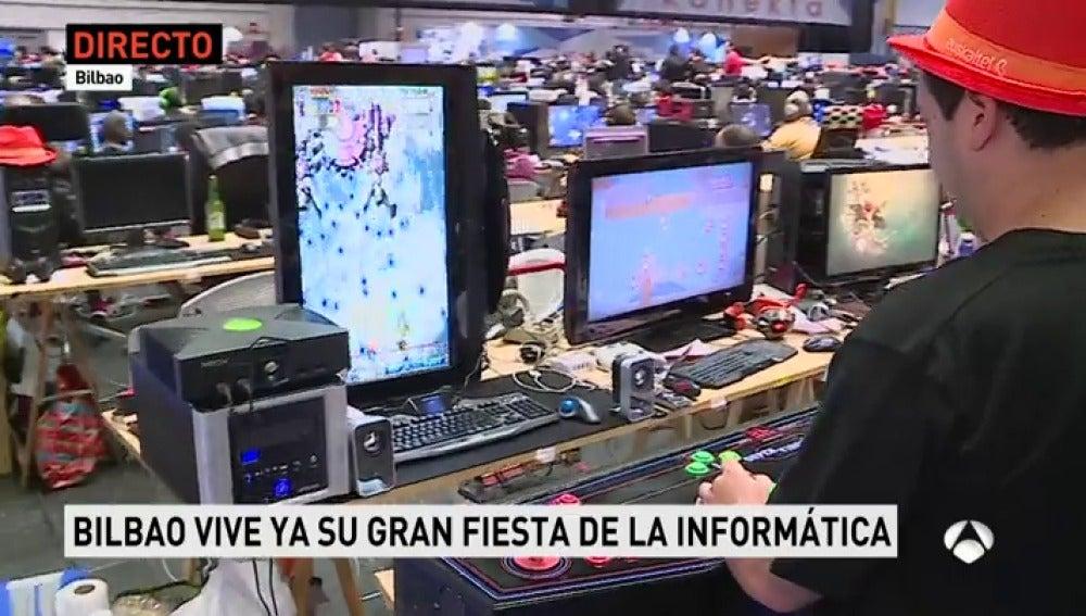 Miles de aficionados a la informática se reúnen en Bilbao en una fiesta digital desde hace 25 años