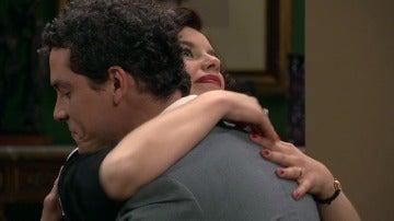 Rafael visita a Marta al salir de la cárcel