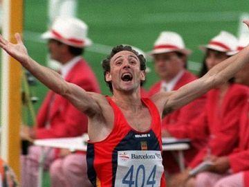 Fermín Cacho, tras ganar la medalla de oro en los Juegos de Barcelona 92
