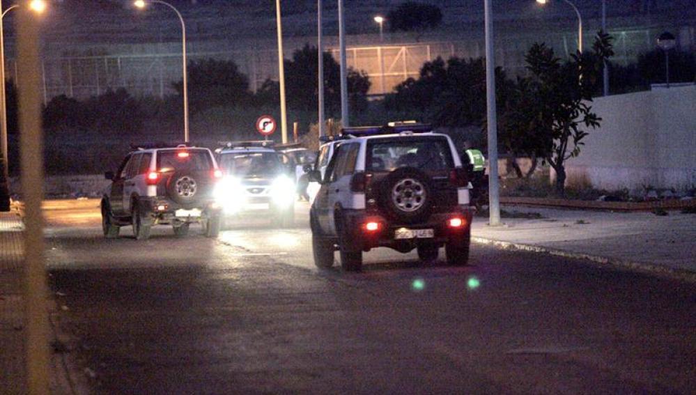 Dispositivo policial en las inmediaciones de la frontera de Beni-Enzar (Melilla)