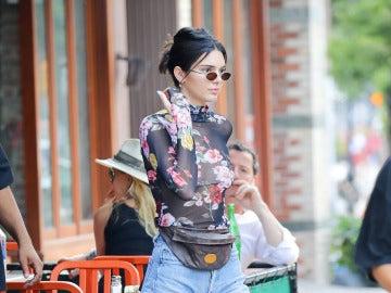 Kendall Jenner con el complemento del momento