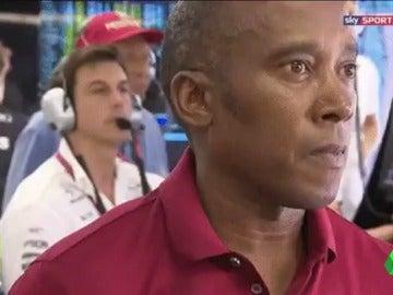 La reacción del padre de Hamilton cuando Mercedes obligó a su hijo a dejarse adelantar