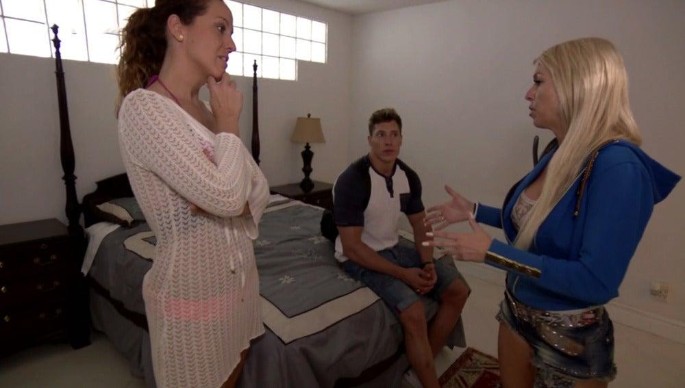 """Silvia coge el mando en la casa de Raúl: """"Yo vengo a conocerlo a él, no a conocerte a ti"""""""