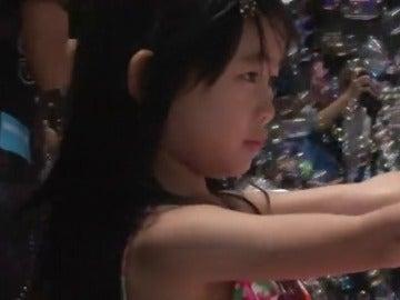 Millones de burbujas flotando sobre el cielo de Hong Kong