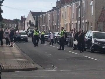 Policía británica acordonando la zona del suceso