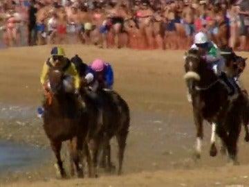 Carrera de caballos en las playas gaditanas
