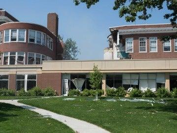 Una explosión en escuela de Minneapolis mata a dos personas