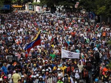 Opositores participan en una manifestación contra la Asamblea Nacional Constituyente