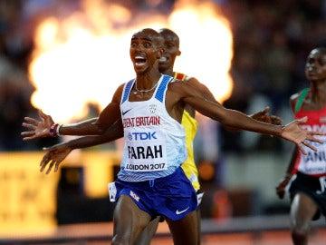 Mo Farah, en el momento de entrar a meta
