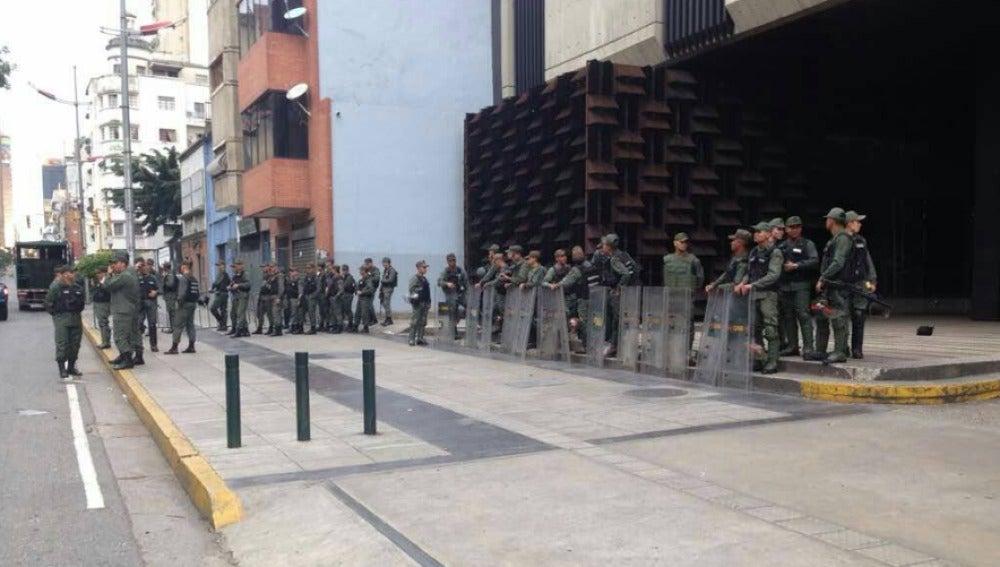 """Fiscal venezolana denuncia """"asedio"""" militar a sede de Fiscalía en Caracas"""