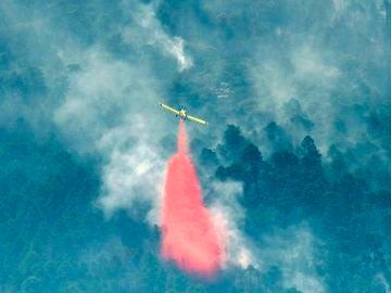 Evoluciona favorablemente la extinción del incendio de Segura de la Sierra