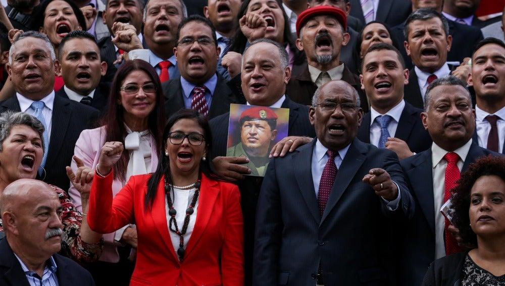 El chavismo instala la Constituyente mientras protesta opositora se desvanece