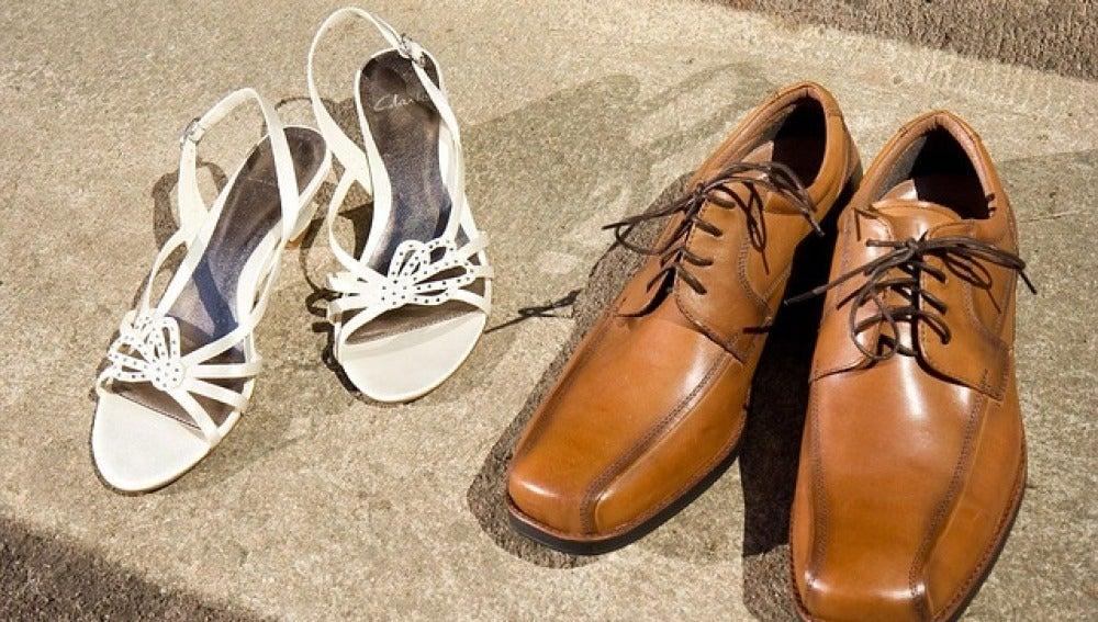 Zapatos de mujer y de hombre, imagen de archivo