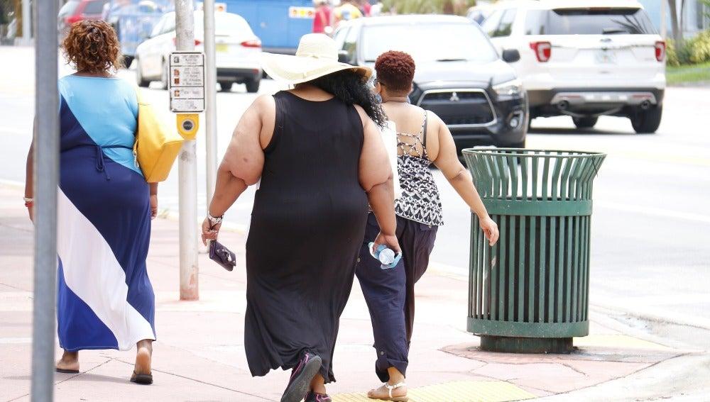 Mujeres con problema de obesidad, imagen de archivo