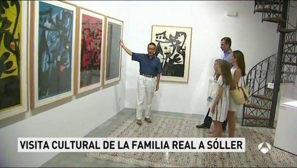 Los Reyes visitan junto a sus hijas la exposición de 'Pablo Picasso y Joan Miró' en Mallorca
