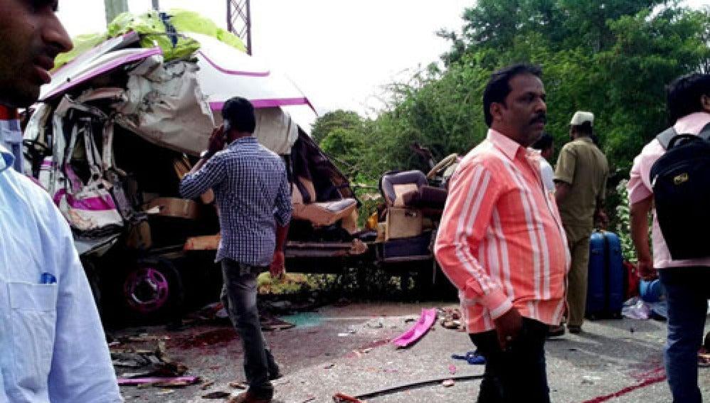 Autobús accidentado en la India en el que viajaban los españoles