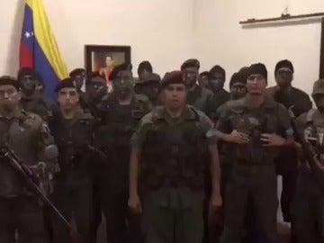 """Militares de la ciudad venezolana de Valencia se declaran en """"legítima rebeldía"""" contra Maduro"""