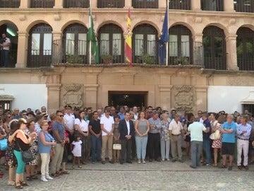 Minuto de silencio en señal de duelo por los españoles fallecidos en un accidente en La India