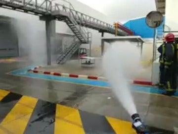 Bomberos establecen dispositivo de vigilancia en una empresa química de Molina al registrarse un escape de gas
