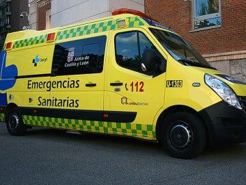 Ambulancia medicalizada de SACYL donde se transportó al menor fallecido