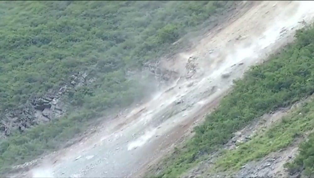 Conductores atrapados por un deslizamiento de tierra