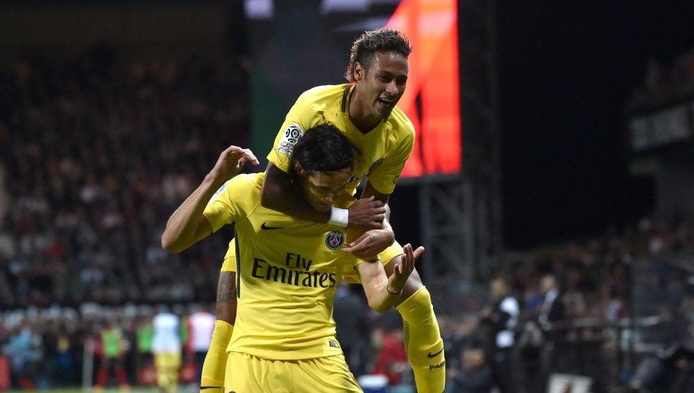 Neymar celebrando su primer gol en el PSG