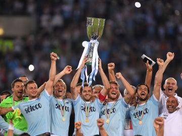La Lazio levanta la Supercopa de Italia