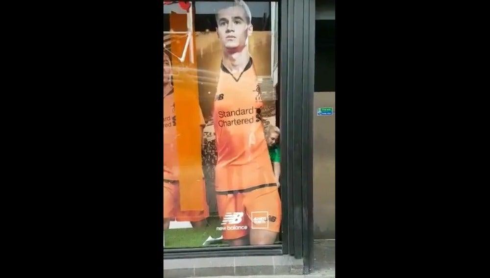 La figura de Coutinho en la tienda oficial