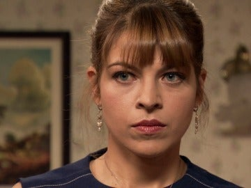 Nuria sospecha de las intenciones de Mónica