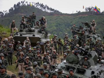 Soldados apoyan a Maduro ante las amenazas de Trump