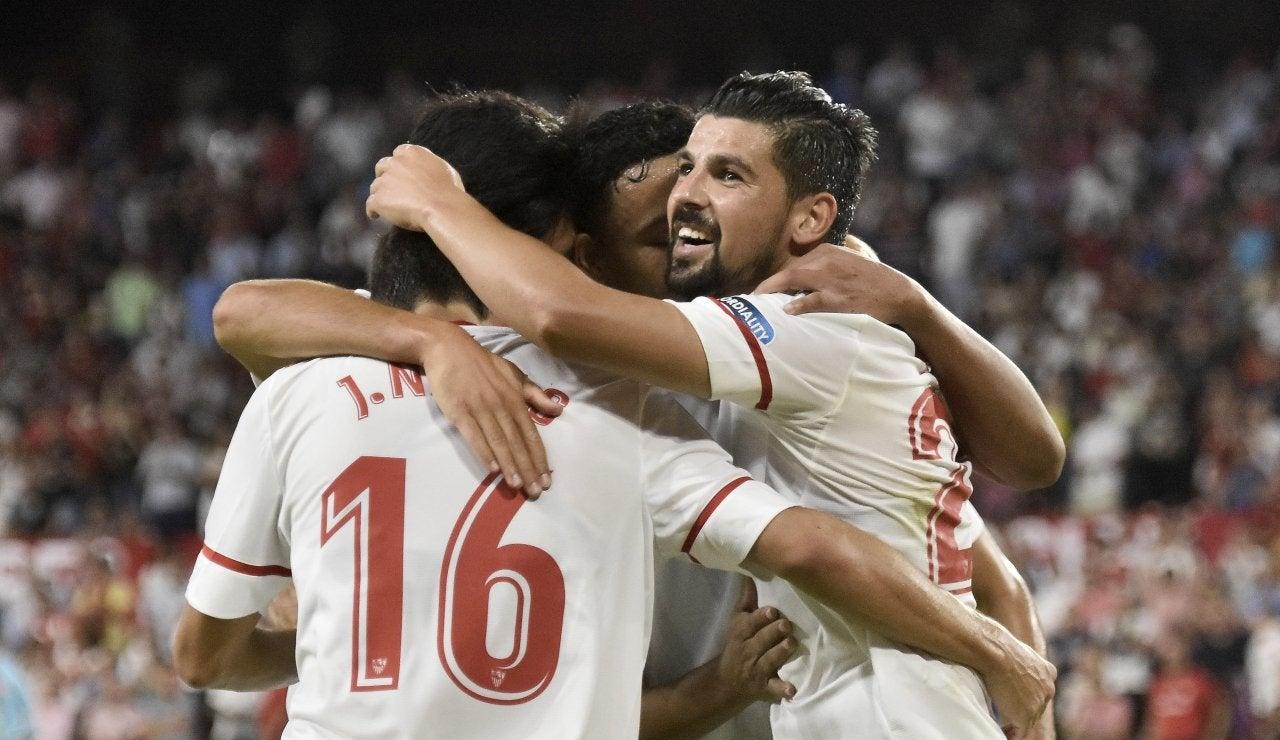 Los jugadores del Sevilla celebran un gol durante la pretemporada