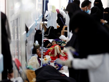 Niños infectados de cólera en un hospital en Yemen