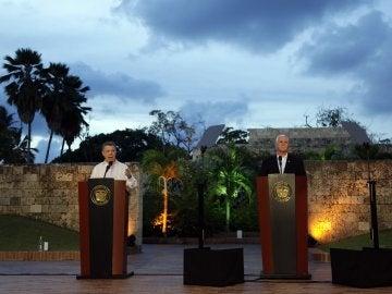 Juan Manuel Santos en una conferencia de prensa conjunta con el vicepresidente de EEUU, Mike Pence