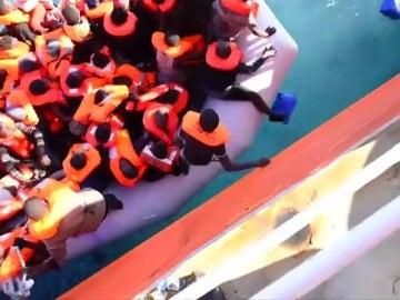 Tres ONG suspenden sus rescates de inmigrantes en el Mediterráneo ante las trabas de Libia y la inseguridad en la zona