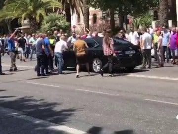 La huelga de taxistas de Málaga se salda con 15 Cabify dañados y al menos tres heridos
