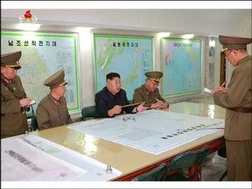 Las fuerzas norcoreanas presentan a Kim Jong-un el plan de ataque contra la isla de Guam