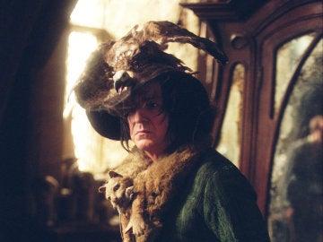 Severus Snape con la ropa de la abuela de Neville